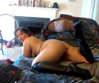 Horny MILF intense orgasms & squirt live